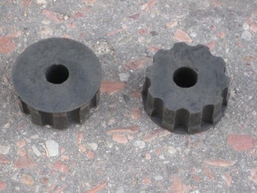 Подушка опоры двигателя круглая верхняя (ребристая)