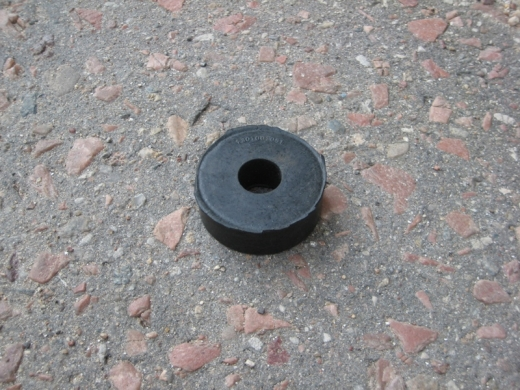 Подушка опоры двигателя круглая нижняя (гладкая)